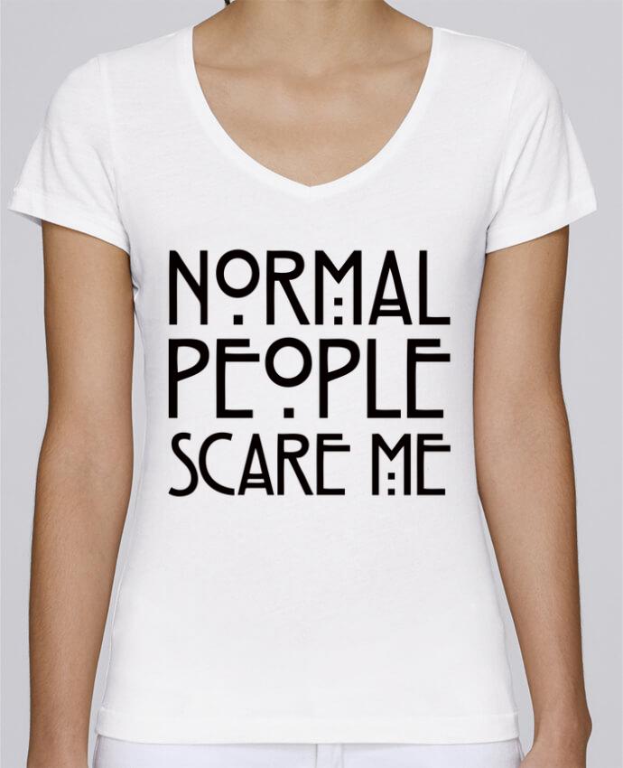 Camiseta Mujer Cuello en V Stella Chooses Normal People Scare Me por Freeyourshirt.com