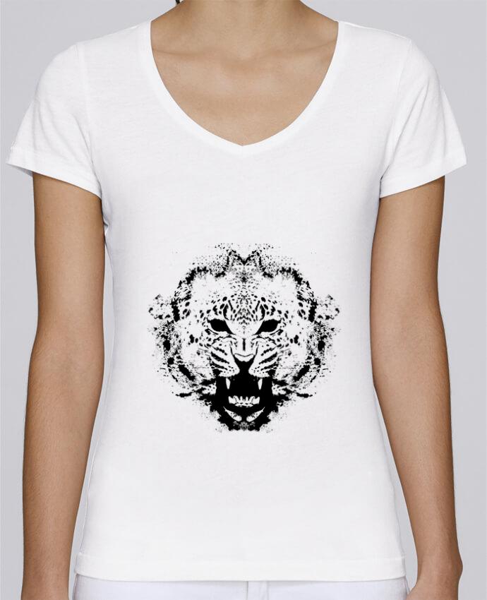Camiseta Mujer Cuello en V Stella Chooses leopord por Graff4Art