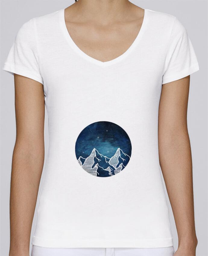 Camiseta Mujer Cuello en V Stella Chooses Canadian Mountain por Likagraphe