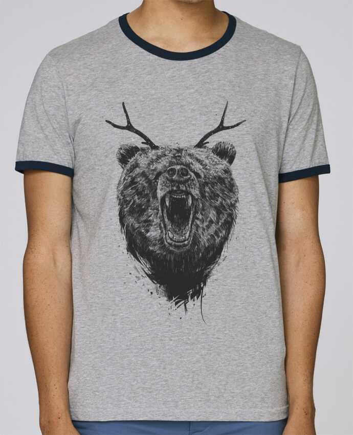 Camiseta Bordes Contrastados Hombre Stanley Holds Angry bear with antlers pour femme por Balàzs Solti
