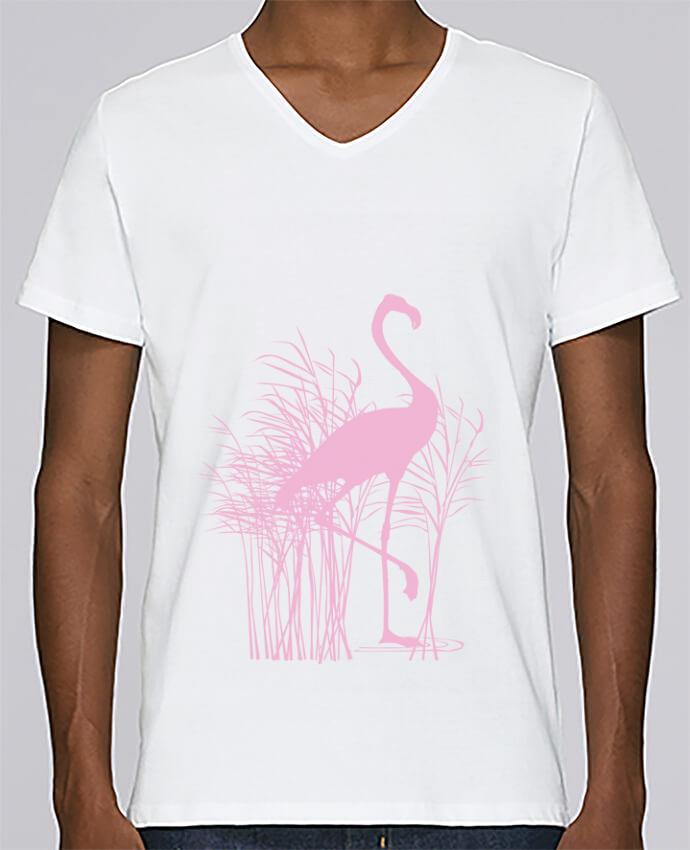 Camiseta Hombre Cuello en V Stanley Relaxes Flamant rose dans roseaux por Studiolupi