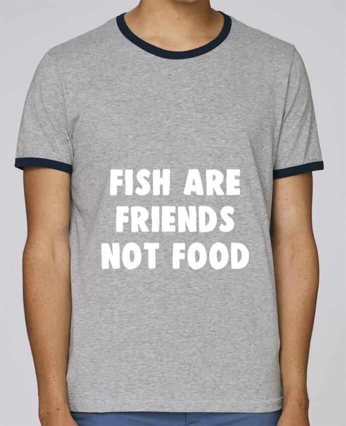 Camiseta Bordes Contrastados Hombre Stanley Holds Fish are firends not food pour femme por Bichette