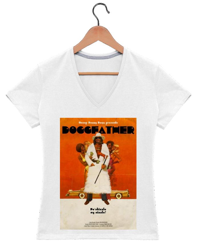 Camiseta Mujer Cuello en V Doggfather por Ads Libitum