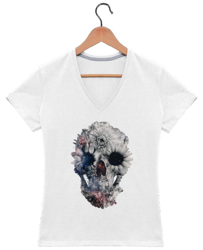 Camiseta Mujer Cuello en V Floral skull 2 por ali_gulec