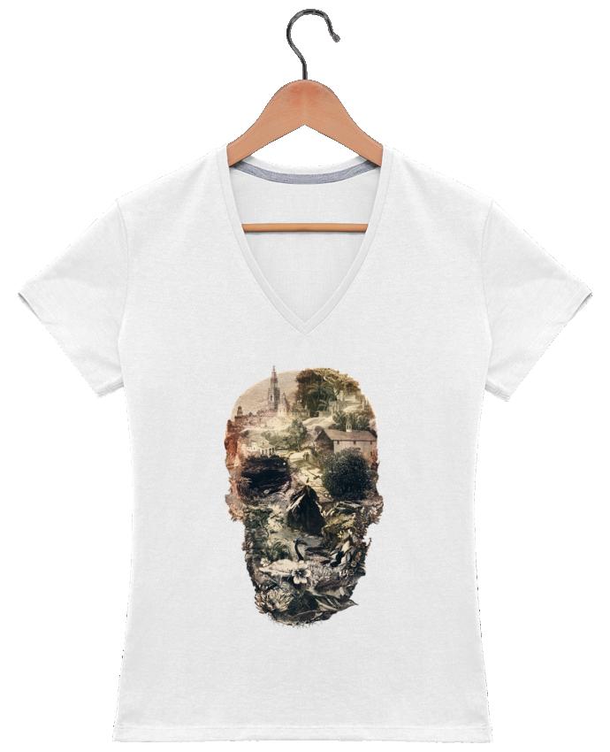 Camiseta Mujer Cuello en V Skull town por ali_gulec