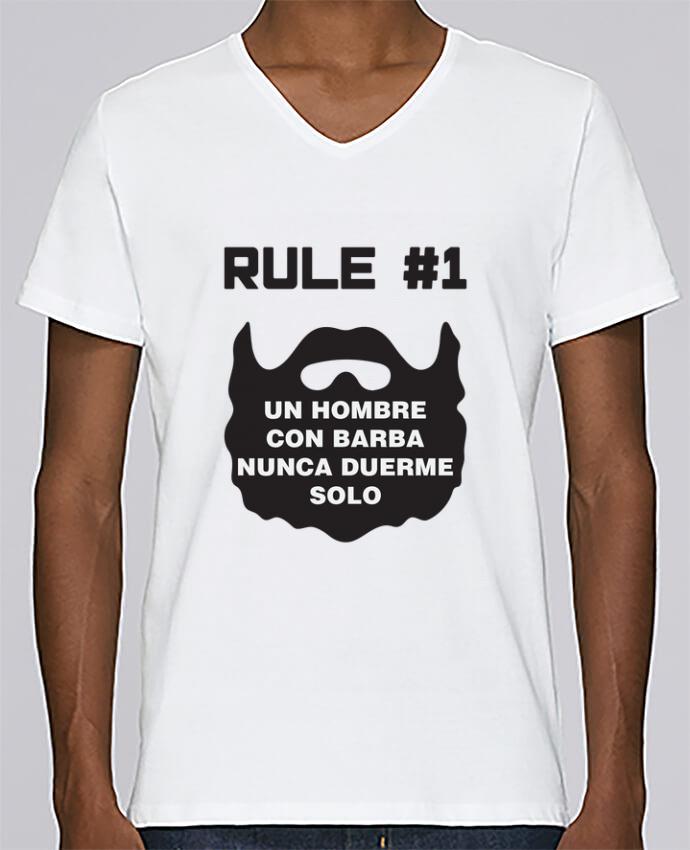 Camiseta Hombre Cuello en V Stanley Relaxes Barbudo - Un hombre con barba nunca duerme solo por tunetoo