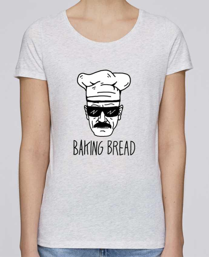 Camiseta Mujer Stellla Loves Baking bread por Nick cocozza